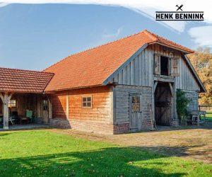 Paardenstallen met buitenkeuken in Dalfsen gerealiseerd door Henk Bennink Exclusieve Houtbouw