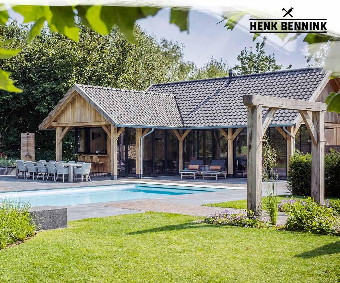 Poolhouse en camperstalling in Beilen gerealiseerd door Henk Bennink Exclusieve Houtbouw