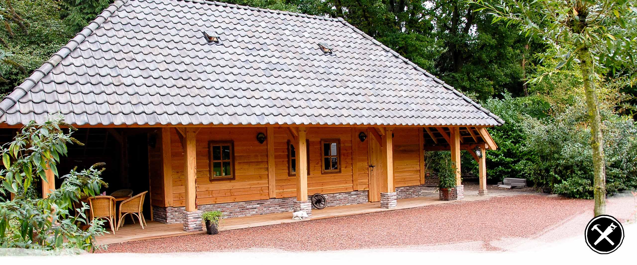 Gastenverblijf met veranda in Hellendoorn gerealiseerd door Henk Bennink Exclusieve Houtbouw